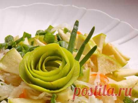 Салат из квашеной капусты с яблоком и зелёным луком. Пошаговый рецепт с фото - Ботаничка.ru