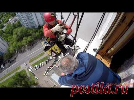 Монтаж, перенос, обслуживание кондиционера альпинистами - YouTube