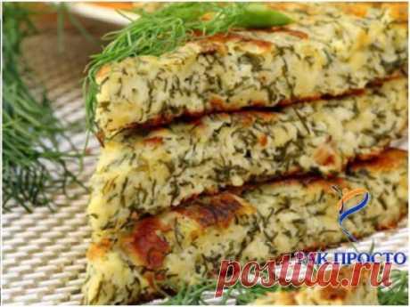 Хачапури к завтраку за 15 минут: готовятся мгновенно, а результат всегда получается на славу! Хачапури с сыром, традиционное блюдо грузинской кухни, довно полюбились и пользуются огромной популярностью во многих странах. Хрустящее тесто с нежной сырной начинкой внутри… Да, это восторг! Самый быстрый способ не напрягаясь порадовать себя и родных этим вкуснейшим блюдом — приготовить хачапури по рецепту от «Так Просто!».