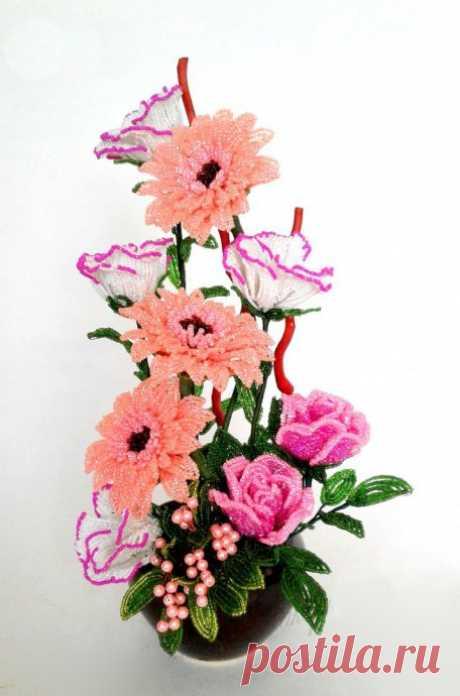 Весенний букет разных цветов из бисера