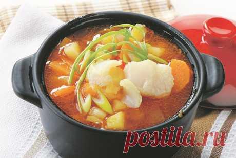 Варись, рыбка, большая и маленькая: четыре рецепта блюд из рыбы - острый томатный суп  с имбирем, рыбная солянка,  ботвинья с семгой, каллен-скинк
