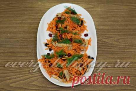 Новогодний салат из корейской моркови, мяса и чернослива