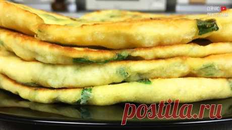 Мука, кефир и немного зеленого лука: как я готовлю самые пышные и вкусные лепёшки на сковороде на даче - Женский блог