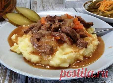 Рецепты в Instagram: «Гуляш 😋 ⠀ Всем нам знакомый с детства гуляш. В Венгрии это густой суп с мясом, у нас же мясное блюдо с подливой. Готовится очень просто…»