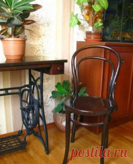 La restauración de la silla vienesa: la instrucción, los consejos y las foto-ideas la silla Vienesa — las horas muertas por la construcción y bastante conveniente en la aplicación. La silla vienesa comienza la historia del medio del decimonoveno siglo. Ha inventado su maestro de Viena a Michael Tonet. Él ha introducido en la producción la tecnología gnutoy bajo el vapor de la madera. Ya en aquel tiempo él ha conquistado la popularidad enorme entre las capas distintas de la sociedad. Se preparaban las sillas por la compañía Thonet, y se llamaba la silla …