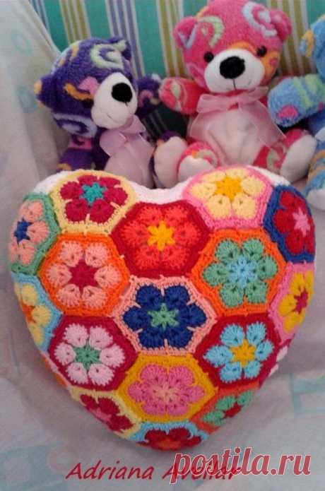 """Features lovely to heart: Knitting by a hook: \""""The African flowers\"""""""