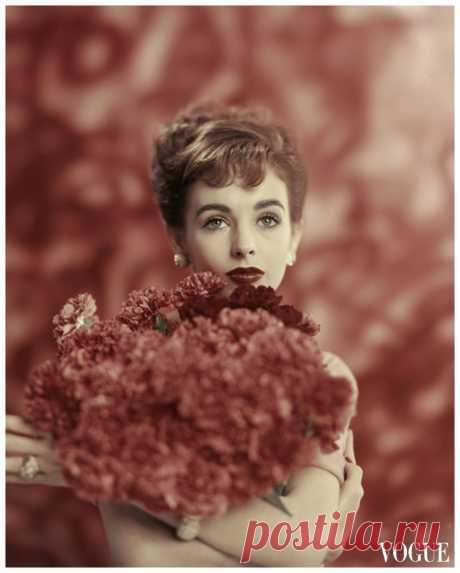 Millie Perkins  Vogue – January 1957  © Karen Radkai