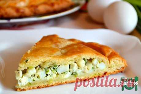 Вкусный пирог с зелёным луком и яйцами