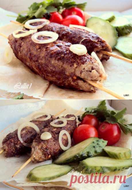 """Кюфта-кебаб.Ароматные и вкусные кебабы из Ливанской кухни. Не бойтесь специй, здесь они не доминируют и сильно не ощущаются, но вносят неповторимую изюминку восточной кухни. Такие кебабы ливанцы подают с питой и салатом """"Табуле""""."""
