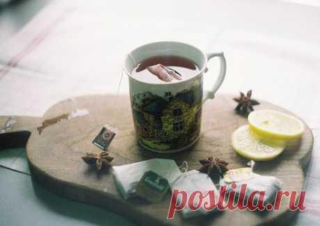 Доброе утро, август!  А ведь совсем скоро осень. Время больших кружек, тёплых пледов и, конечно же, чая. Предлагаю тебе составить свою осеннюю коллекцию чая на каждый день.  Для этого нам нужна будет вместительная коробочка и чай. Для такой затеи будет очень хорошо взять чай в пакетиках. Покупать его с разными травами и ягодами и откладывать по парочке пакетиков в свою коробочку! Через какое-то время коробочка наполнится, и у тебя будет целая коллекция чая на каждый день! ...