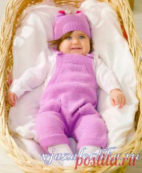 Розовый комбинезон спицами + шапочка
