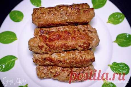 Домашние колбаски из фарша . Ингредиенты: мясной фарш, сахар, соевый соус