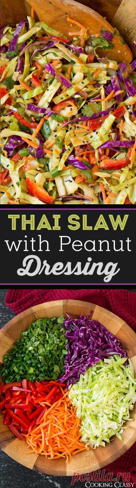 Dai un'occhiata a Thai Slaw with Peanut Dressing. È facilissima da realizzare! | Cavoli, Salse e Noce di cocco