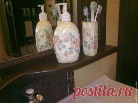 Набор для ванной делаем сами    Делаю мастер-класс со своими впечатлениями о материалах. Для работы нам потребуются: ёмкость от мыла, стакан, салфетки, клей ПВА, лак для кракелюра, краски, грунтовка, кисть веерная, кисть мягкая, …