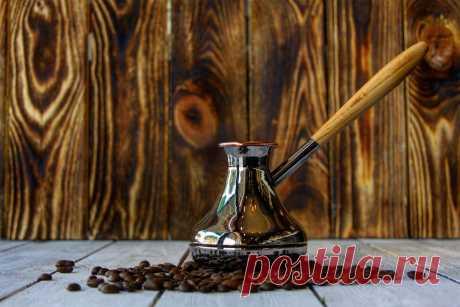 Как варить кофе в турке: тонкости приготовления напитка По сути, нет ничего проще, чем сварить вкусный и ароматный кофе в турке. Но если человек никогда раньше не занимался приготовлением, то у него могут возникнуть самые разные вопросы, начиная от «степени помола и дозировки» и заканчивая «сколько времени варить кофе в турке».
