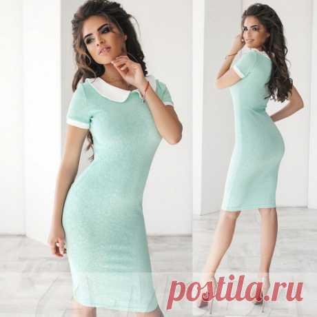 Трикотажное платье с воротничком и короткими рукавами