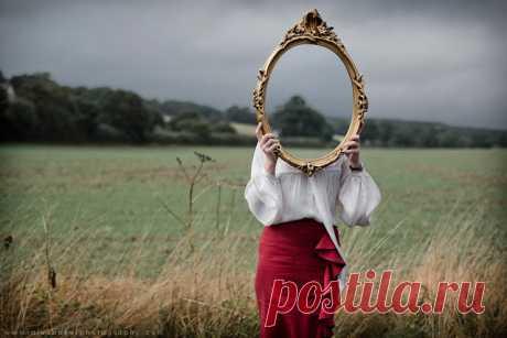 Приметы про зеркало: разбилось, треснуло, упало, где можно и где нельзя вешать