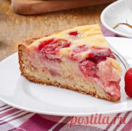 Ароматный домашний пирог с клубникой на кефире не оставит равнодушным — Фактор Вкуса