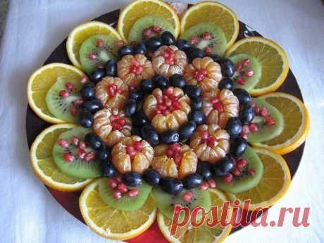 Украшать блюдо тоже искусство!     26 различных интересных идей, как красиво подать фрукты на праздничный стол.Для того, чтобы ваш стол стал центром всеобщего внимания, совсем необязательно проявлять профессионализм, мастерство…