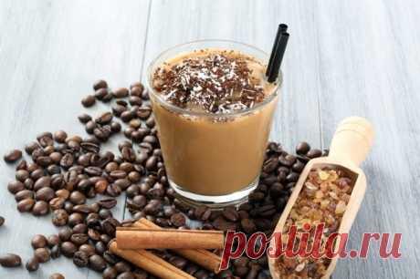 Освежающие и бодрящие кофейные коктейли для первых дней лета / Домоседы