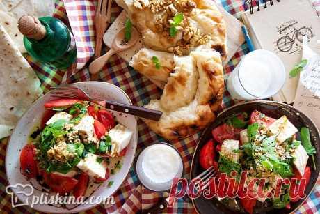Салат с бакинскими помидорами и адыгейским сыром
