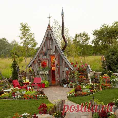 Get Growing в Instagram: «This garden shed is unlike anything we've ever seen! Dan Pauly designed this unusual shed, with its distinctively crooked chimney and…» 381 отметок «Нравится», 16 комментариев — Get Growing (@getgrowing.bhg) в Instagram: «This garden shed is unlike anything we've ever seen! Dan Pauly designed this unusual shed, with its…»