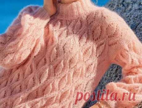 Пуловер из мохера спицами- сама нежность.