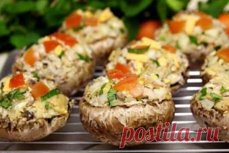 Structure for a dish the Champignons stuffed with crab salad:\u000d\u000a\u000d\u000a    200 gr crabsticks,\u000d\u000a    feathers of green onions — 5 pieces,\u000d\u000a    seasonings — a dried sage, a thyme and an oregano,\u000d\u000a    fourth part of a glass of grated cheese.\u000d\u000a    third part of a glass of mayonnaise,\u000d\u000a    500 gr mushrooms.