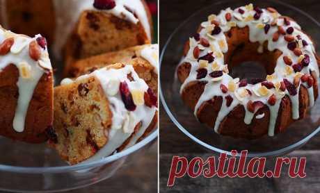 El bizcocho con pasas navideño con el cacahuete, la naranja y el chocolate - Christmas peanut cake with orange and choco