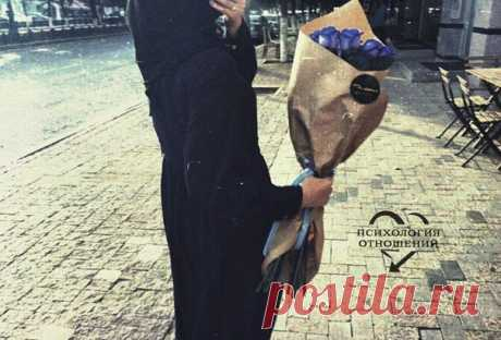 Любая девочка рано или поздно полюбит цветы. Всё дело в том, кто будет их дарить.