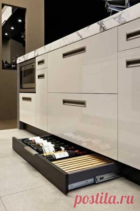 Функциональный цоколь на кухне