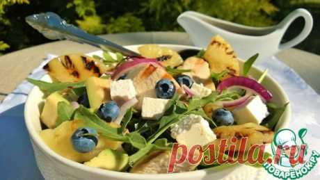 Салат с курочкой, ананасами и ягодой – кулинарный рецепт