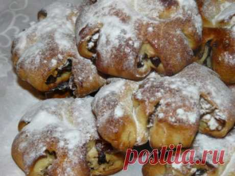 Розочки из дрожжевого теста с изюмом и орехами - Сладкие пироги и кексы
