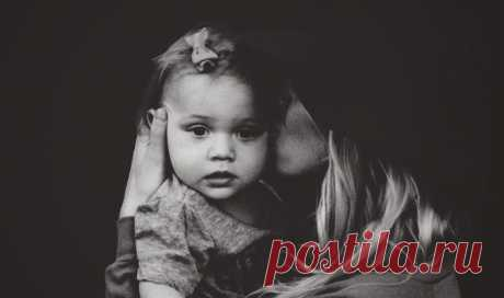 «Умоляю вас, не живите ради детей! Им не только это не нужно, им это вредно… Сколько поломанных судеб, разбитых сердец, обид и недопонимания! Я вижу женщин, которые отказываются от всего в жизни ради детей. А потом я вижу тех детей, ради которых от всего отказывались. Зрелище это грустное...» Сильная статья психолога о том, как складываются судьбы детей, чьи родители решили, что будут жить только «ради них»: