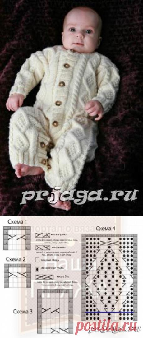 Вязаный комбинезон для малыша с рельефным узором