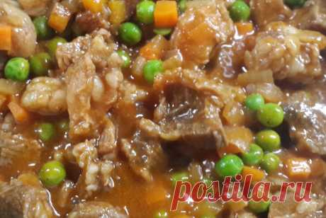 Гуляш из курицы с зеленым горошком Замечательное дополнение к любому гарниру. Очень быстро и легко! А вкусно то как!!! ИНГРЕДИЕНТЫ Филе куриное (бедро) — 350 г Лук репчатый — 1 шт Морковь — 1 шт Перец зеленый (или болгарский) — 1-2 шт Томатная паста — 1 ст. л. Масло растительное Мука пшеничная — 1 ст. л. Соль Перец красный жгучий (в […]