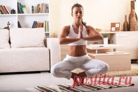 Упражнения йоги для начинающих дома — полезные асаны, советы и рекомендации