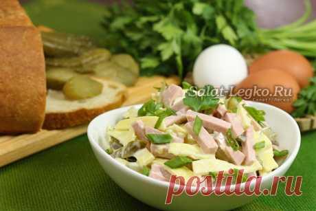 Салат с яичными блинчиками и колбасой, рецепт с фото