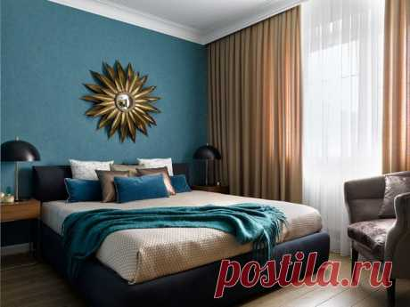 Houzz тур: Таунхаус с чёрной стеной в гостиной