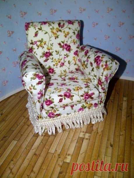 Игрушечное мини-кресло из картона
