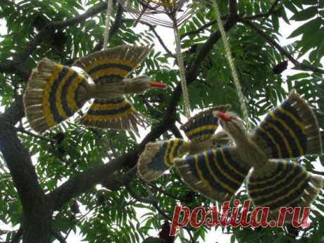 Делаем подвеску «Птицы счастья» из джутового шпагата и разноцветных нитей