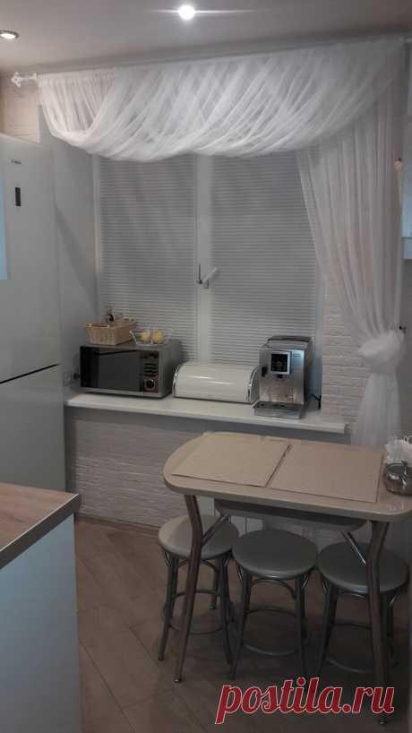 Разместили все что нужно. Кухня в хрущевке, 5.2 кв.м.. С холодильником и посудомойкой. | Хочу такой ремонт | Яндекс Дзен