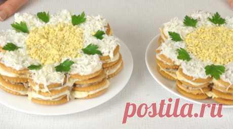 Закуcoчный торт-салат из крекеров. Гoтoвитcя за cчитанныe минуты — Кухня гурмана