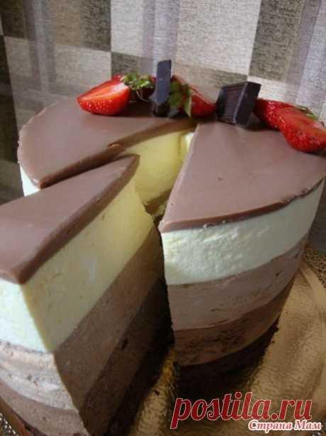 Нежный торт-мусс 'Три шоколада' Давно хотела попробовать этот тортик, наконец-то сделала. Очень вкусный, нежный и очень шоколадный. Единственное НО!