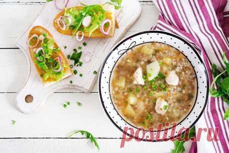 20 гречневых супов, которые сделают обед незабываемым А почему бы не сварить сегодня гречневый суп? Блюдо готовится очень быстро и просто, а добавку просят даже те, кто не любит гречку. Мы подготовили 20 вкуснейших рецептов гречневых супов, среди которых есть диетические и более сытные варианты!