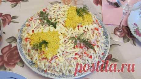 Шустрый повар.: Главная фишка этого салата из крабовых палочек - соус.