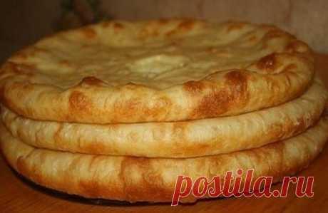 ДОЛЖНО БЫТЬ В КОПИЛКЕ КАЖДОЙ ХОЗЯЙКИ ;) Осетинские пироги с картошкой.  Я столько раз читала об этих пирогах и вот сегодня я их попробовала… что могу сказать? Это невероятно вкусно! влюбилась…  Ингредиенты: Молоко (или вода) — 0,5 л Соль — 1 ч. л. Сахар — 1 ч. л. Мука — 4 стак. Дрожжи сух. — 10 грамм (рекомендованная дозировка с пакетика дрожжей) Картофель — 1 кг Лук репчатый (средние) — 2 шт Сыр сулугуни (имеретинский, брынза) — 600-700 г Соль (по вкусу) Масло растительно...