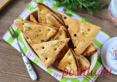 Треугольники с сыром и прованскими травами