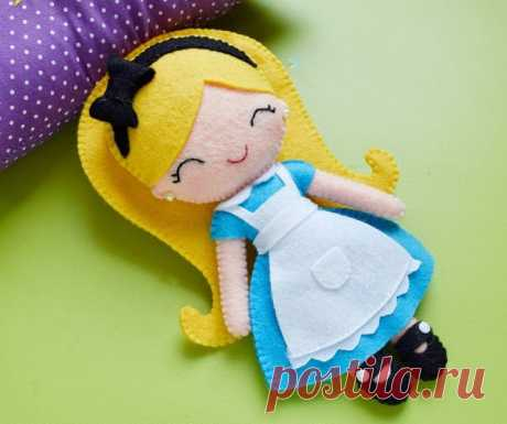 Куколка из фетра
