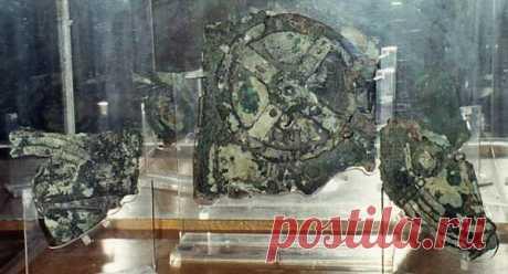 """Необычные вещи.В 1900 году около греческого острова Антикитера в обломках старинного корабля на глубине 43 метров были найдены заржавевшие детали какого-то устройства, получившего название """"механизм из Антикитеры""""."""